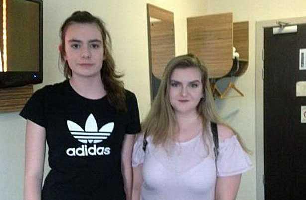 Eilidh MacLeod och Laura MacIntyre saknas. Lauras pappa Michael har efterlyst dottern och hennes vän på Twitter.