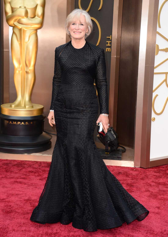 """+++ Glenn Close: """"Det är sällan vi ser svart numera på Oscarsmattan och varför kan man ju undra när det kan se såhär dramatiskt och coolt ut? Close har hittat en schysst modell som både är orginell och klädsam."""""""