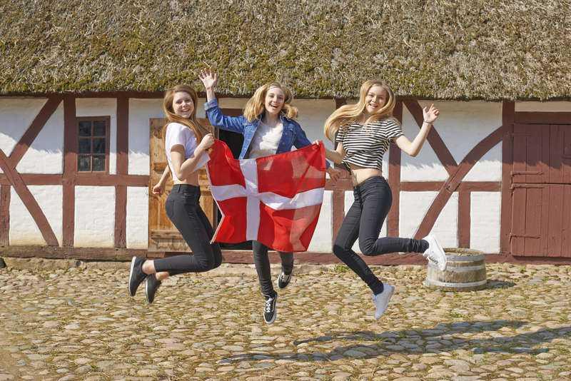 Enligt Eurostat är danskarna fortfarande lyckligast i Europa - medan fransmännen fortsätter att sura.