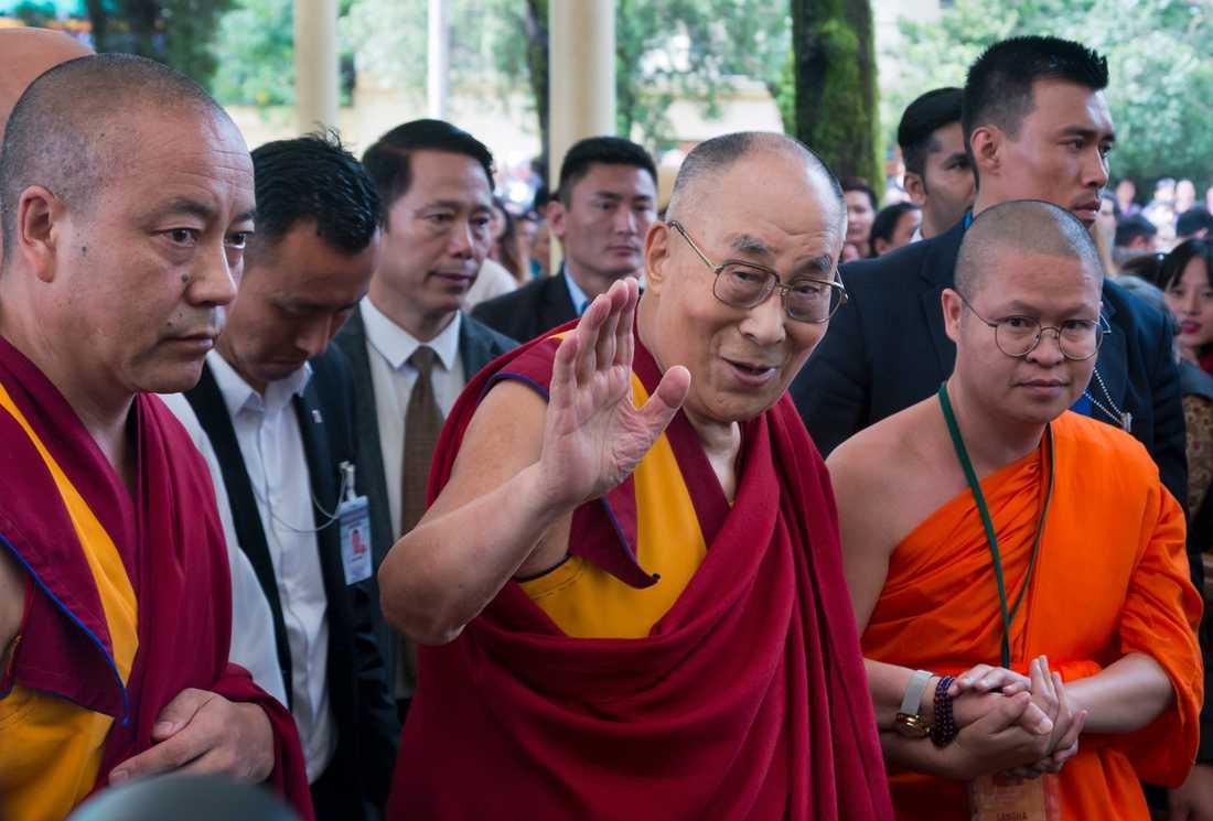Den tibetanske andlige ledaren Dalai lama i ett tempel i Dharamsala i Indien. Arkivbild.