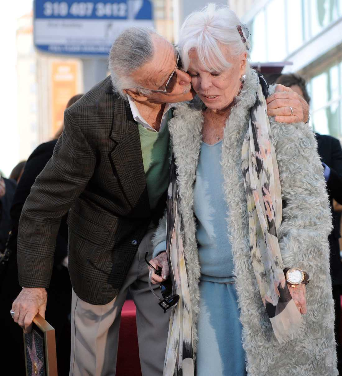 Stan Lee med sin fru Joan i Los Angeles 2011.
