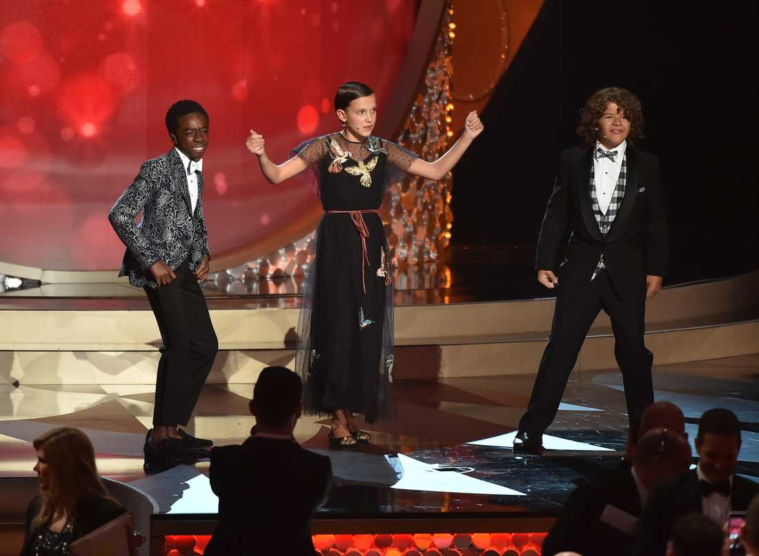 "Caleb McLaughlin, Millie Bobby Brown and Gaten Matarazzo från ""Stranger things"" underhöll."