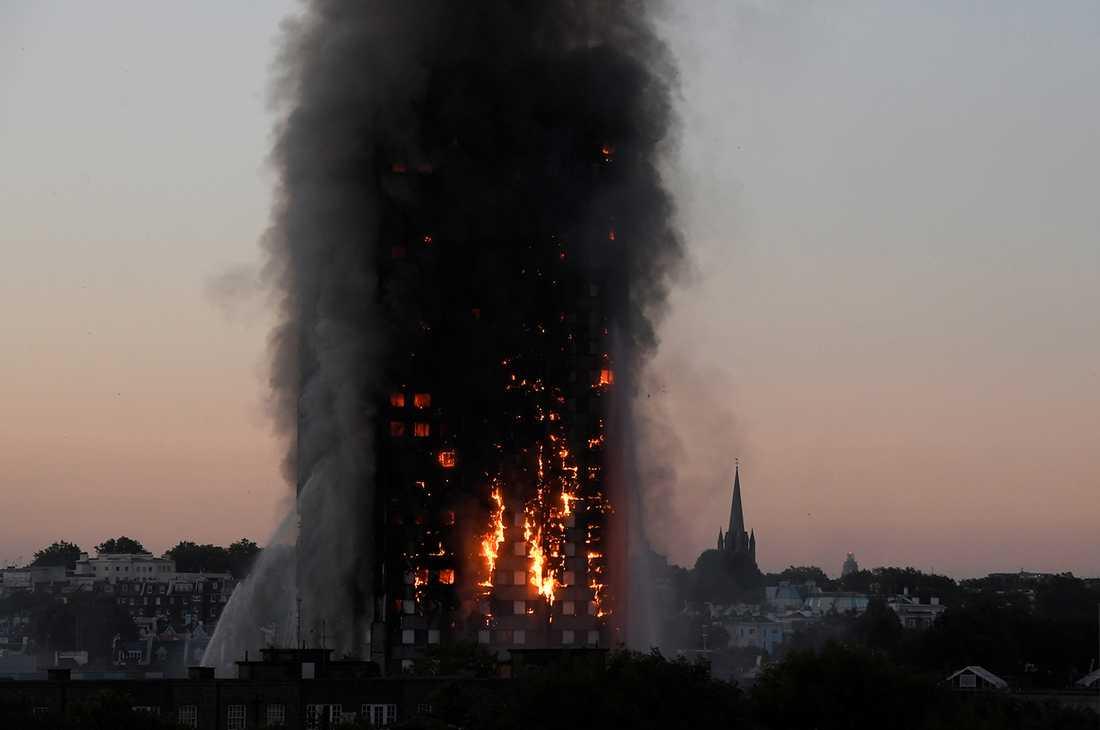 Branden bröt ut vid 01-tiden på natten. Vad som orsakade den är ännu inte känt.