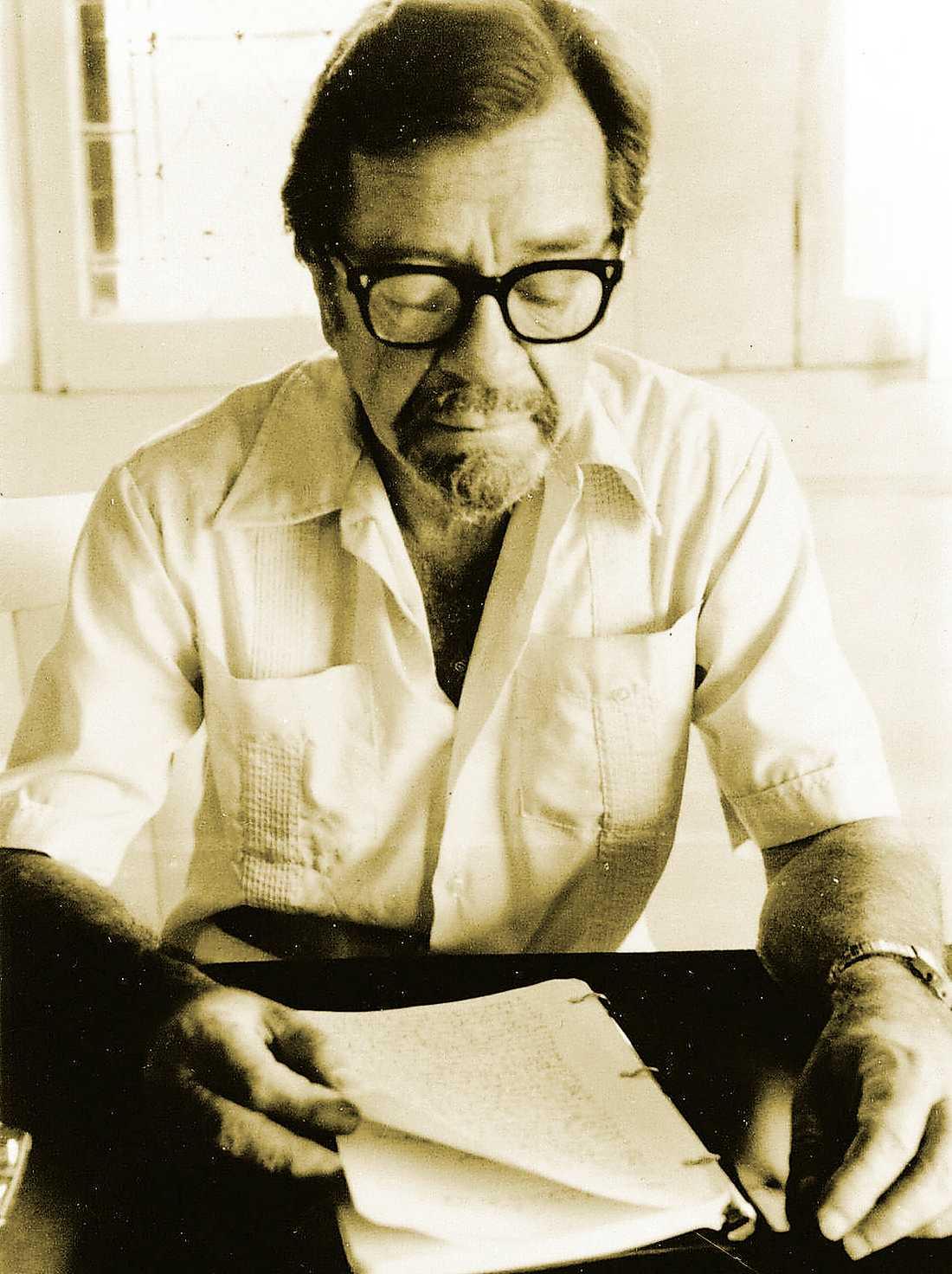 Amerikanske  författaren John Williams (1922–1994) gav ut två diktsamlingar och fyra romaner.