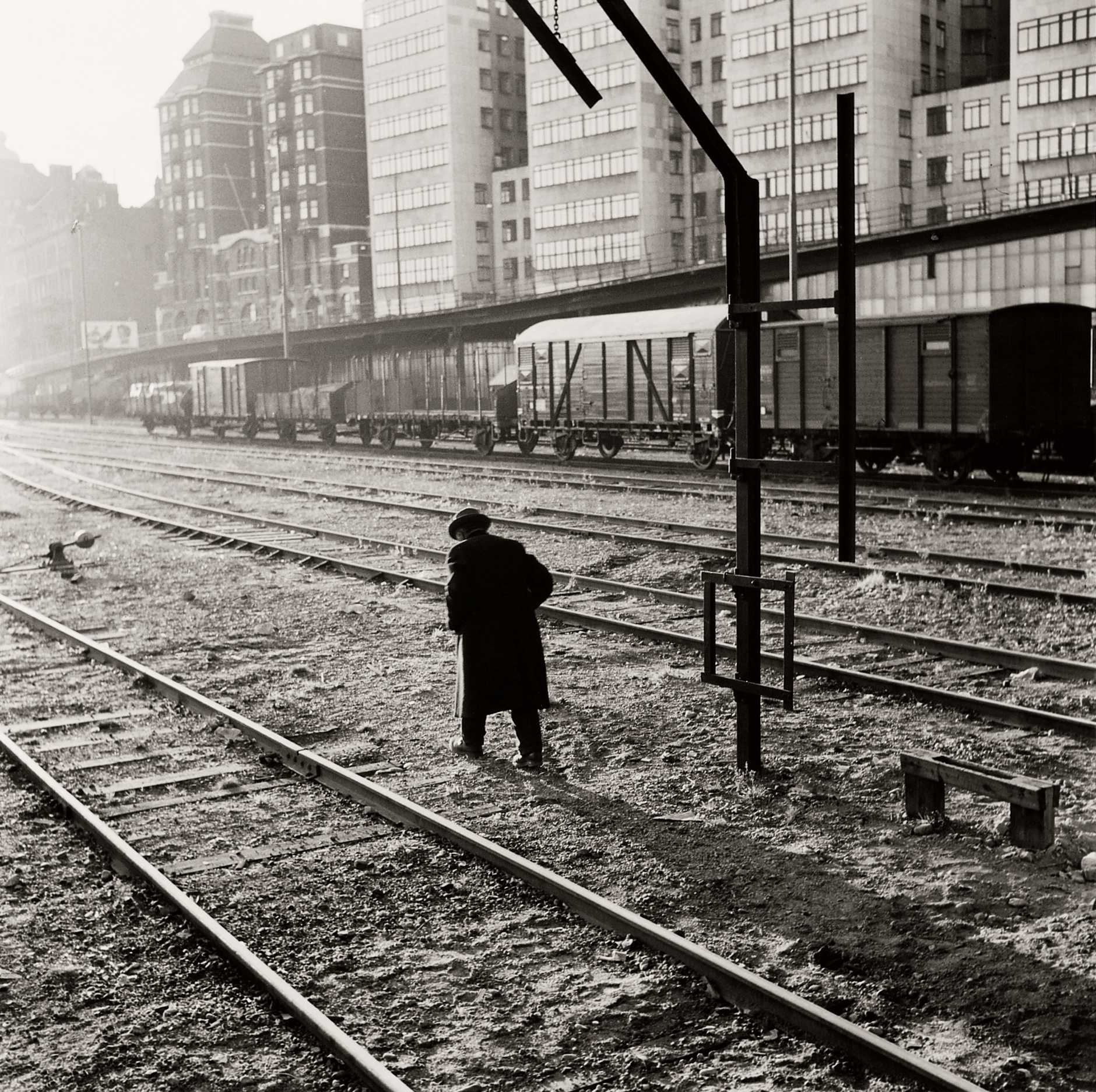 Man vid slussen. Fotodatum 1952.