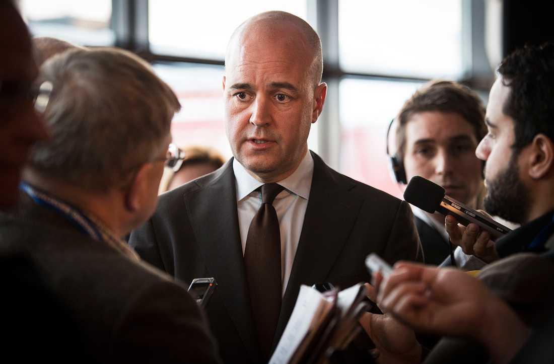 """""""De mest sannolika hoten är i dag inte militära"""", säger Reinfeldt."""