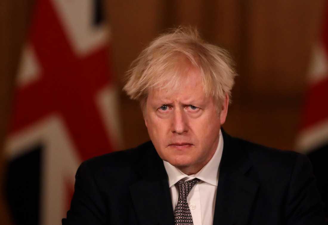 Boris Johnson håller krismöte med den brittiska regeringen.