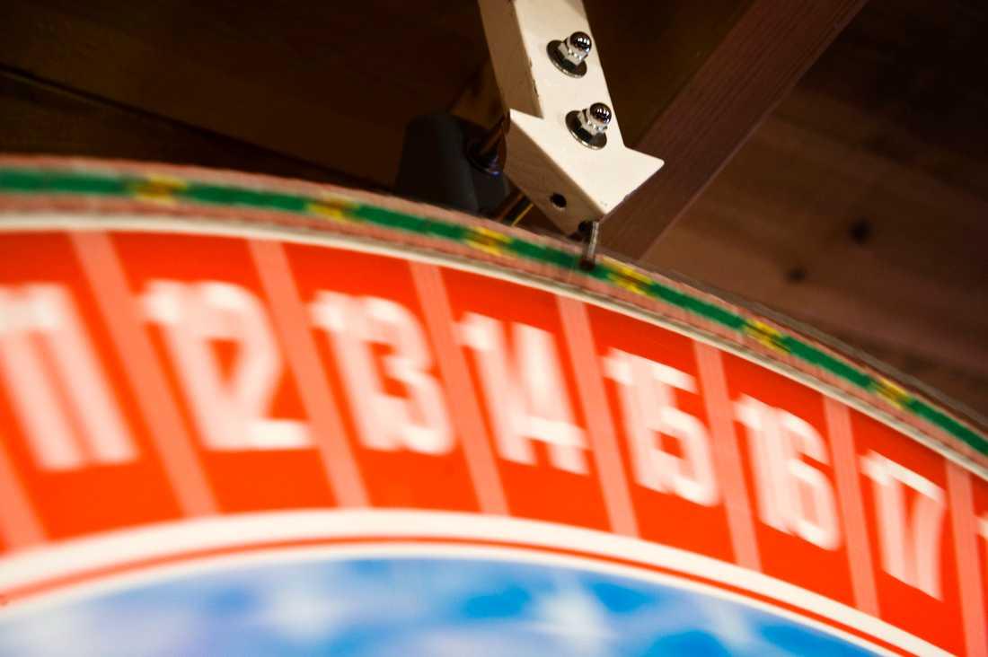 Försäkringskassans lotteri drabbar lågutbildade, äldre och utrikes födda.