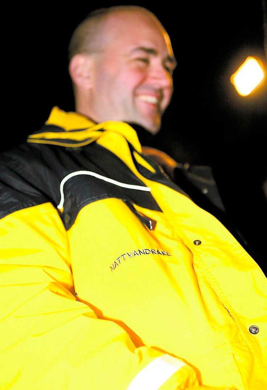 håller koll Fredrik Reinfeldt stod på tur för att nattvandra kvällen före Lucia, en av årets största festnätter bland unga.