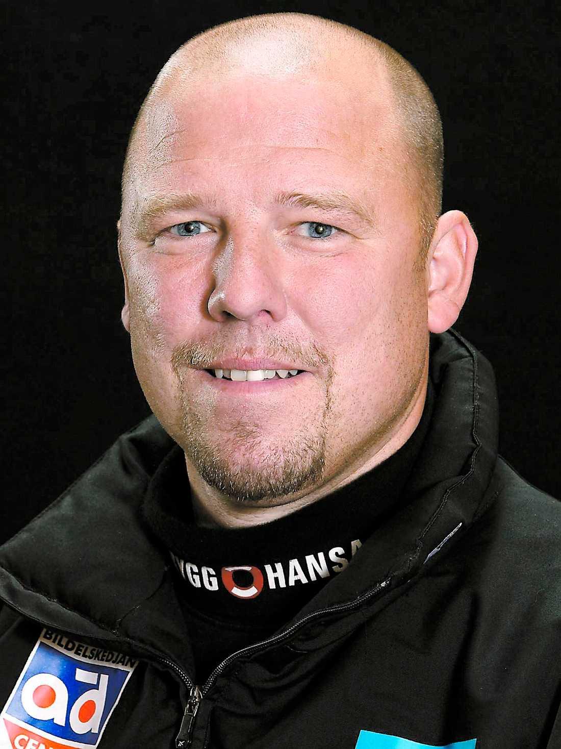 ...ny tränare blir Pär Djoos, 39.