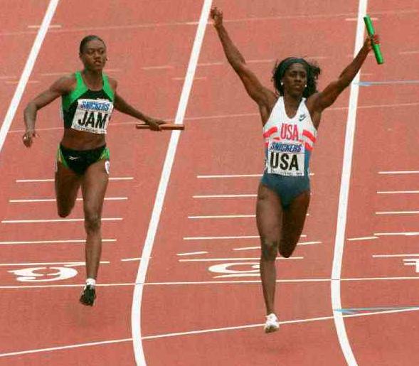 Ottey och Jamaica slutar tvåa på 4x100 meter i VM i Göteborg 1995, efter Gail Devers USA.
