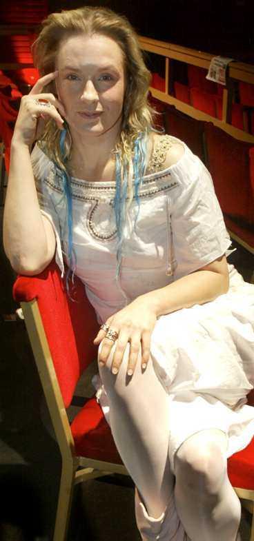 Regina Lund spelar huvudrollen i filmen.