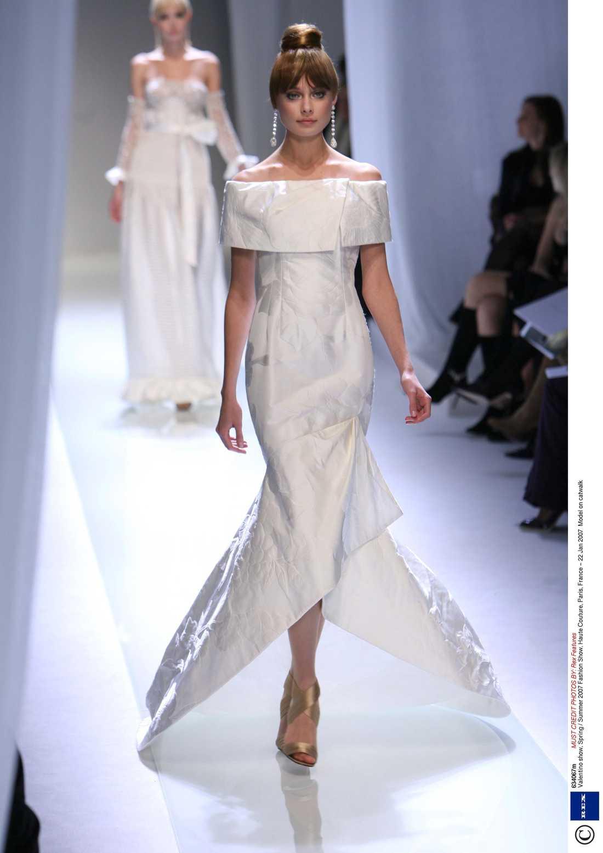 Valentinos klänningar är feminina och har ofta mycket detaljer och spets.