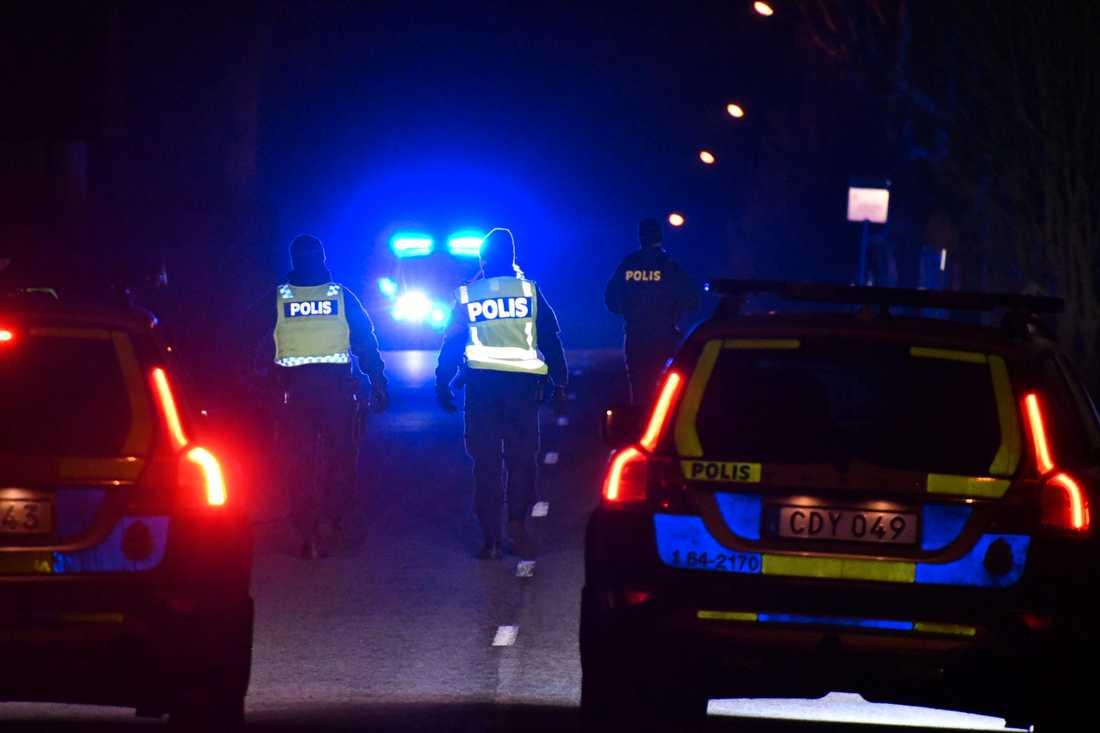 Polisen vid olycksplatsen.