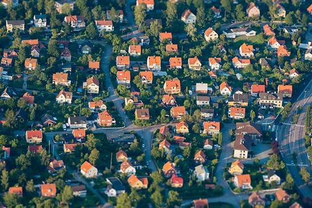 Många hus i Sverige har för höga halter av radon. Nu kan du söka bidrag för radonsanering.