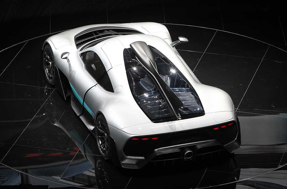 Bilsalongen i Frankfurt tjuvstartade med Mercedes som visade upp sin supersportbil.