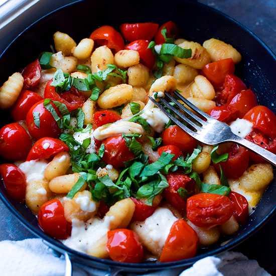 Gnocchi med goda små tomater.