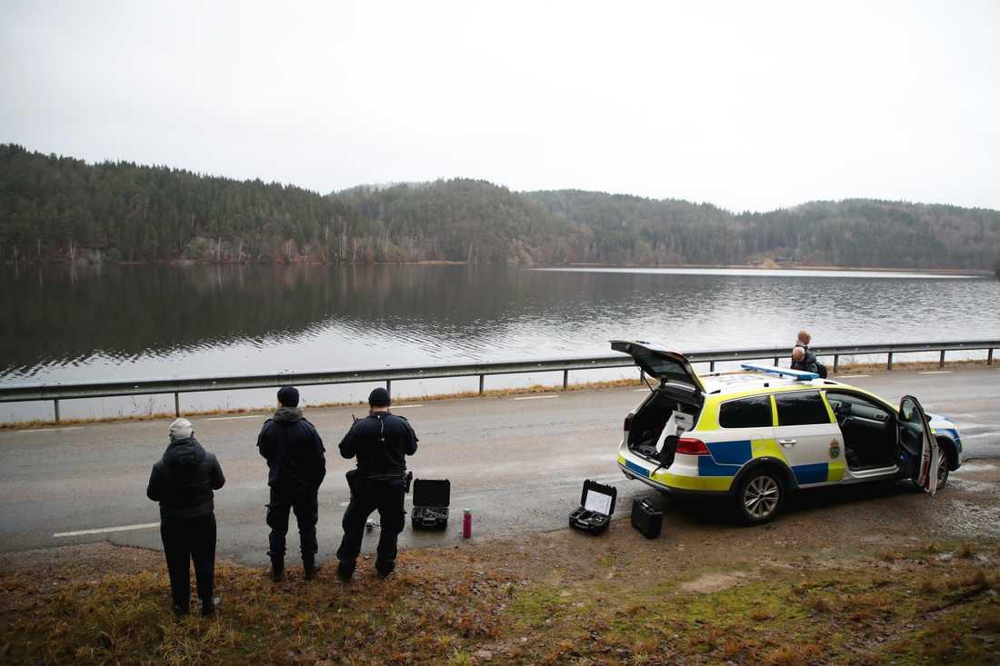 Polis, militär, drönare, hundpatruller och mängder med frivilliga har sökt och fortsätter att söka i och omkring Uddevalla. Arkivbild.