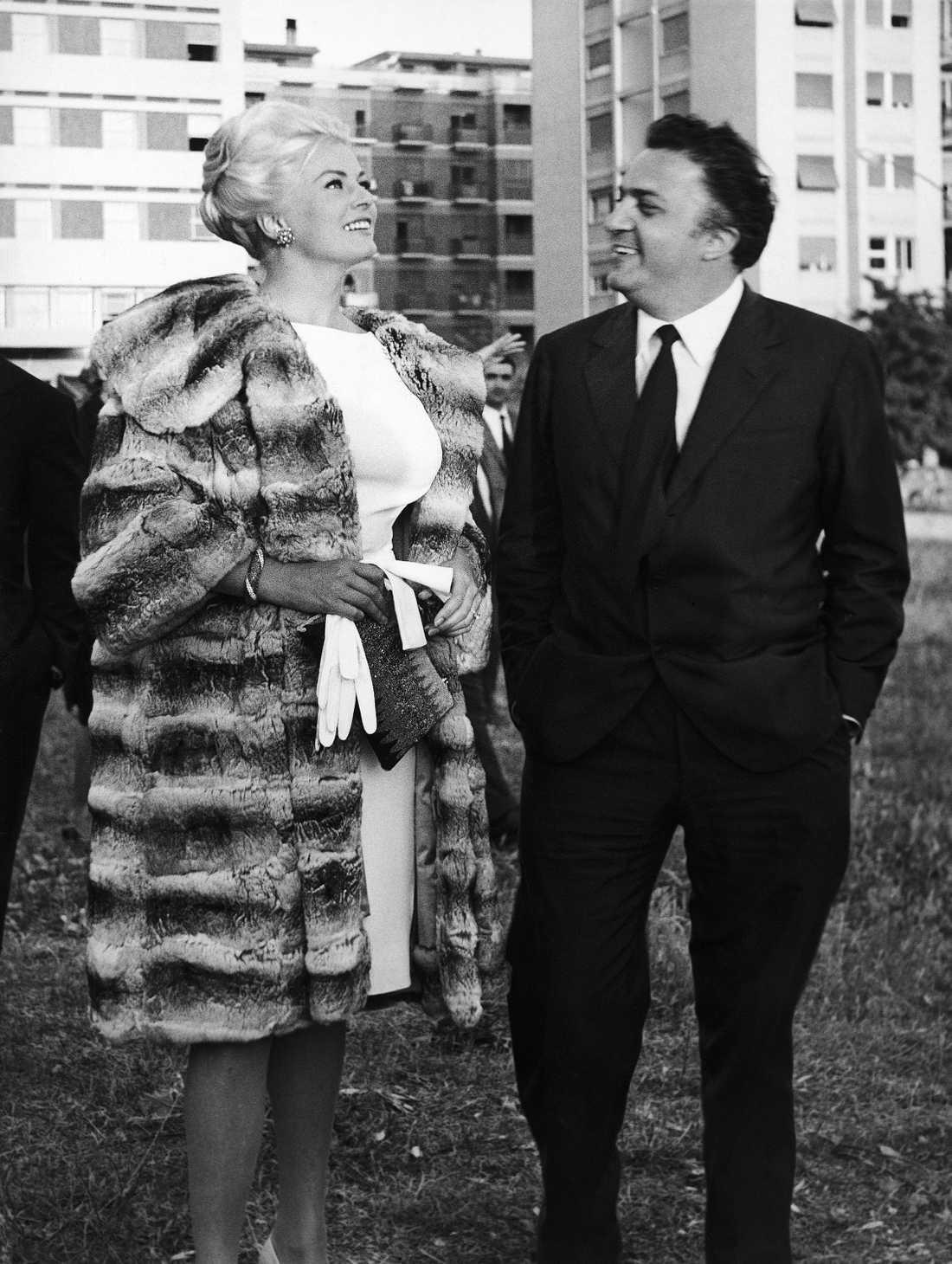 Anita Ekberg med italienske filmregissören Frederico Fellini i Rom 29 maj 1961.