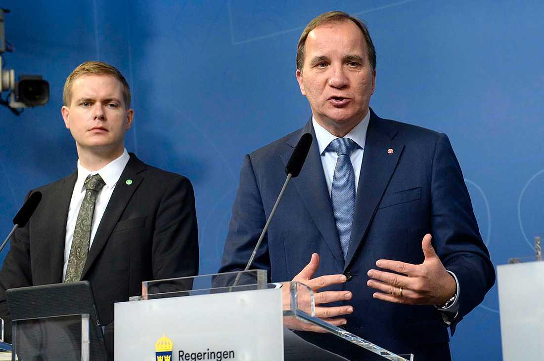 Statsminister Stefan Löfven (S) och Gustav Fridolin håller presskonferens om flyktingpolitiken hösten 2015.