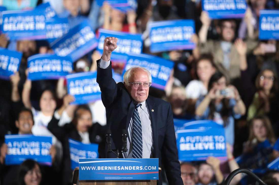Bernie Sanders ger inte upp kampen.