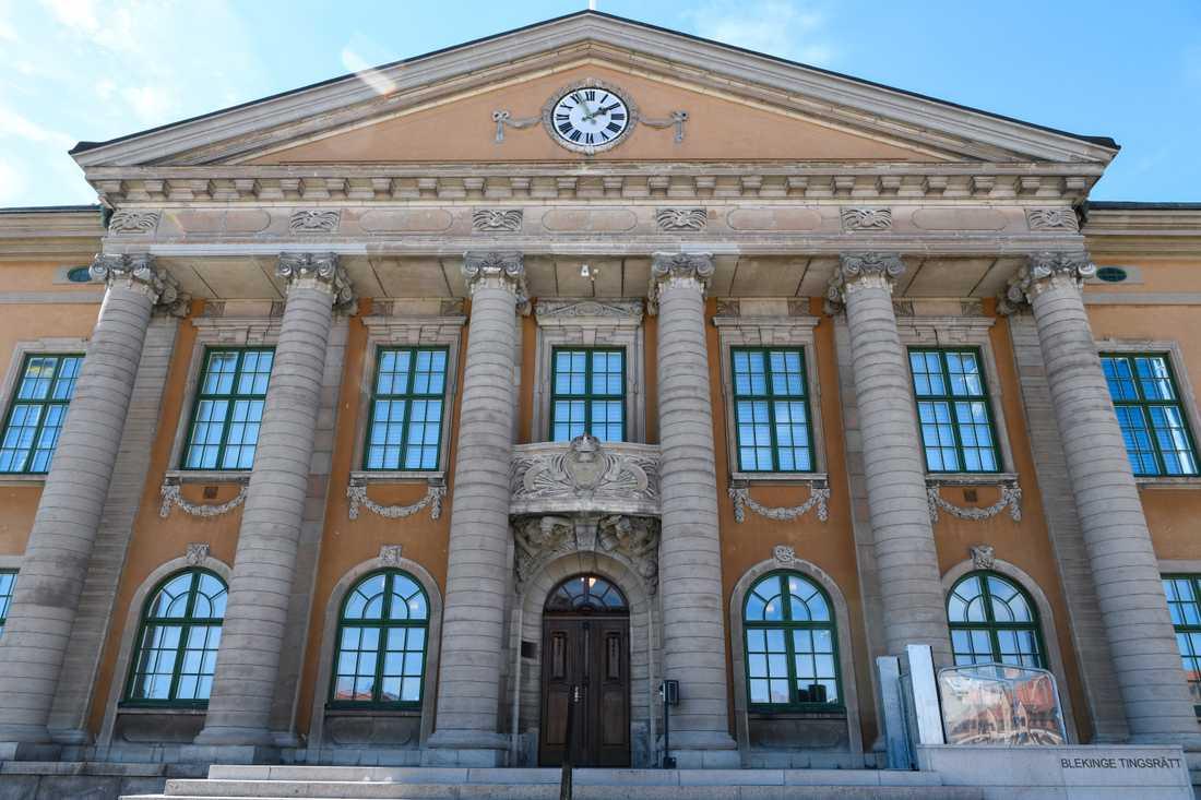 Mannen som knivskar en kvinna på Ica Maxi i Olofström i mars lider av en allvarlig psykisk störning. Rättegången avslutas nu i Blekinge tingsrätt. Arkivbild.