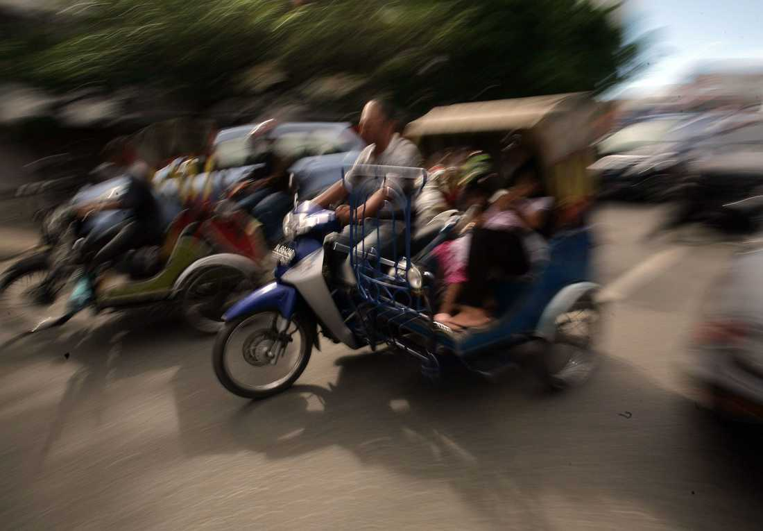 Människor flyr i Banda Aceh efter jätteskalvet.