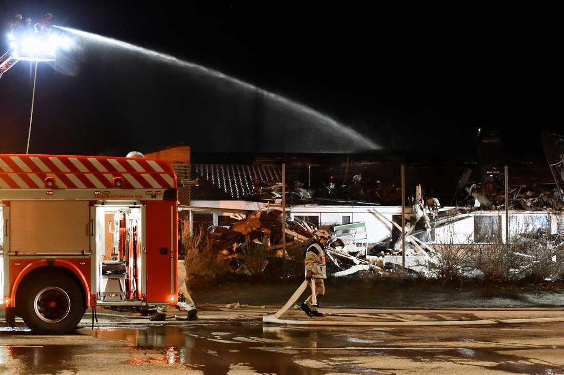 En kraftig brand rasade i en friskola i Jägersro i Malmö natten till söndag.
