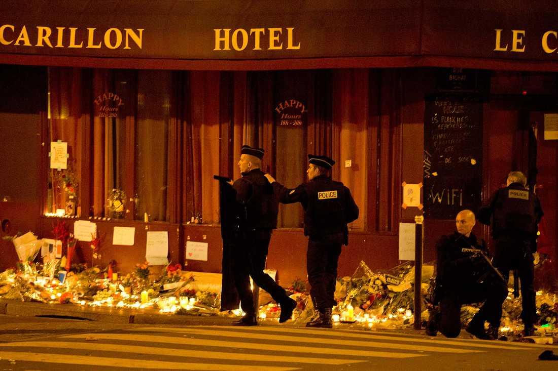 Paris har tappat flera placeringar på listan efter förra årets terrorattacker. På bilden: Carillon hotell i Paris, dagarna efter terrorattacken i november.