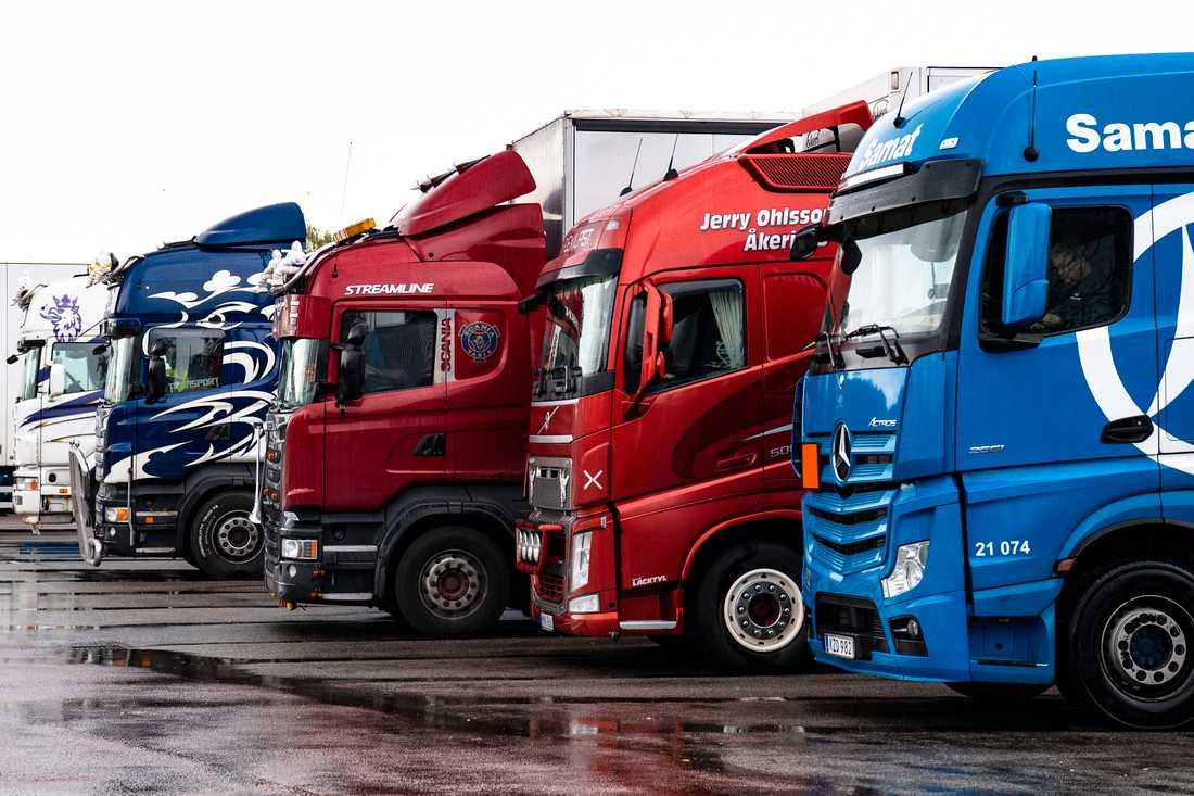 EU har klubbat igenom nya regler för lastbilschaufförer.