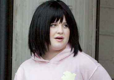 För en vecka sedan bedyrade Kelly Osbourne att hon slutat knarka. I fredags lade Ozzy Osbourne in dottern på en avvänjningsklinik.