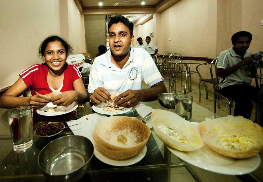 Hoppers är poppis i Sri Lanka. Här på ett kafé i Kandy.