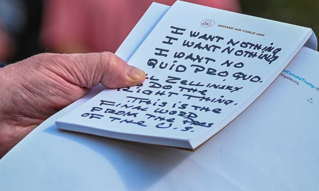 """Med tjock svart penna har Trump skrivit """"Jag vill inte ha något. Jag vill inte ha något. Jag vill inte ha någon quid pro quo."""""""