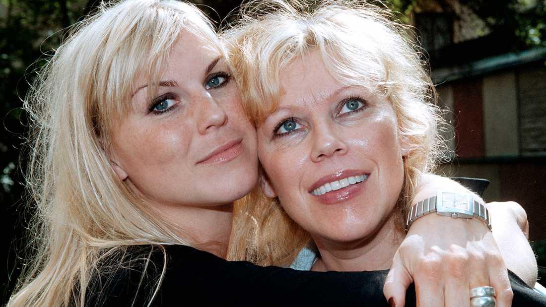 Josefin och Marie 2002.