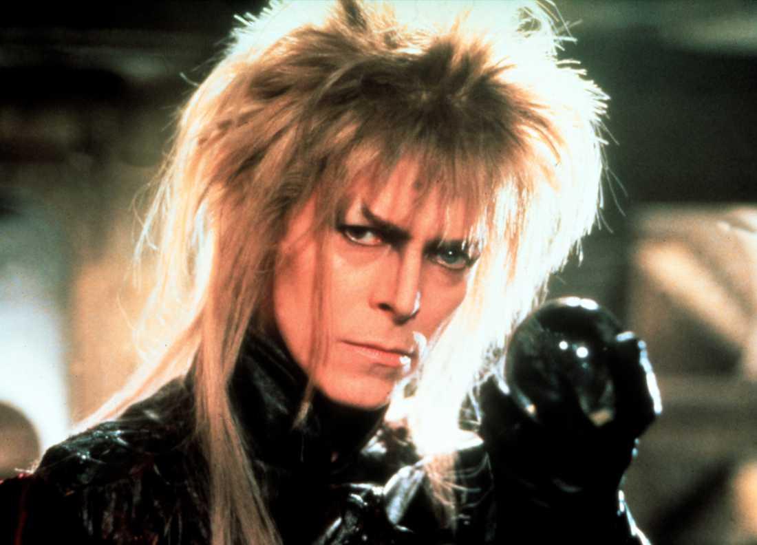I Mupparnaskaparen Jim Bensons fantasyäventyrsfilm från 1986 spelar Bowie Jareth – en trollkung med en helt overklig frisyr.