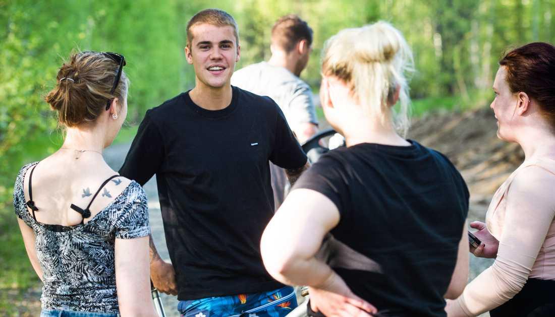 Justin Bieber kramade fans i Boden under torsdagen.