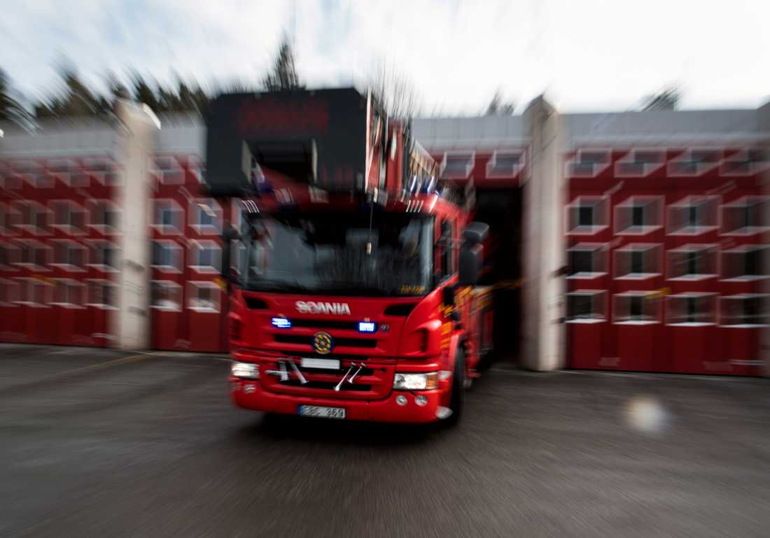 Tre personer togs omhand av ambulans efter att en brand utbröt i Broby natten till söndagen. Arkivbild.
