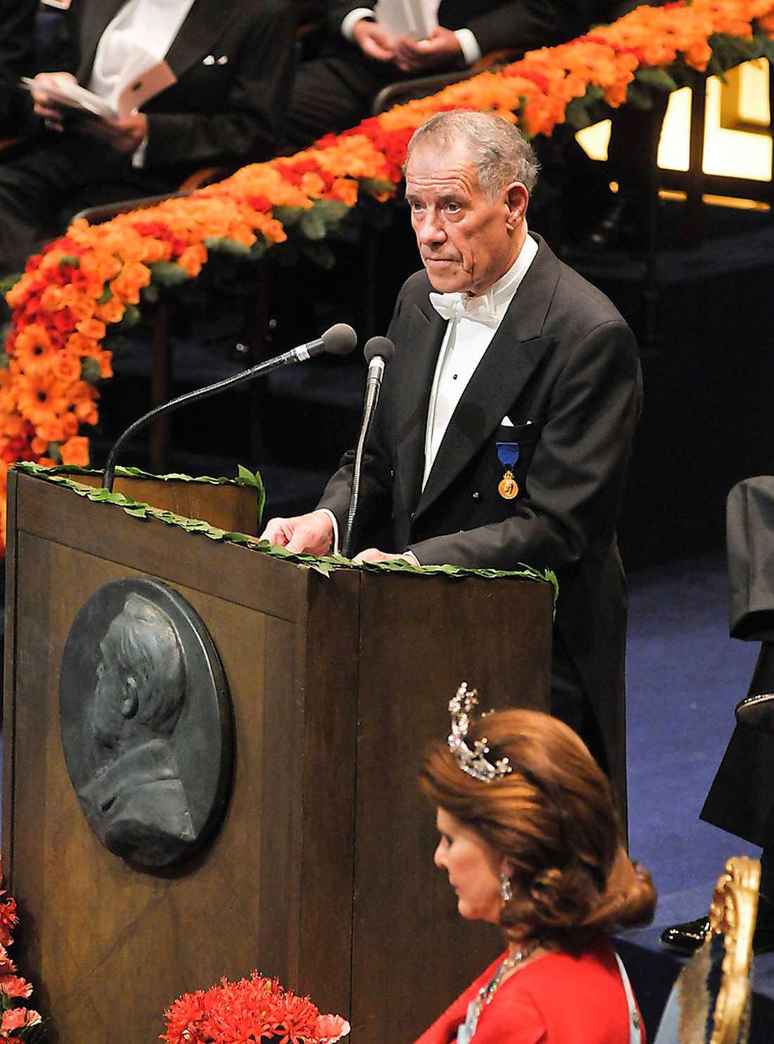 Per Wästberg håller tal till Doris Lessing 2007.