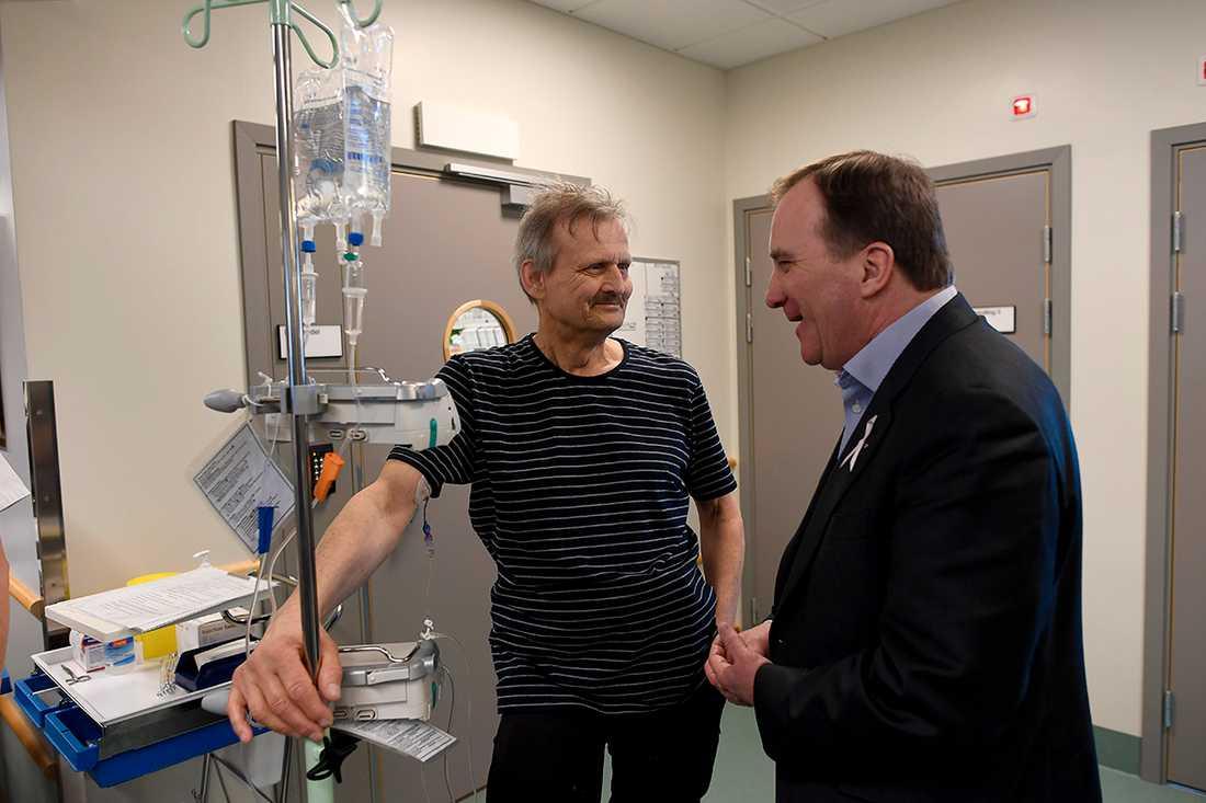 Statsminister Stefan Löfven mötte patienter på Borgholms lasarett.