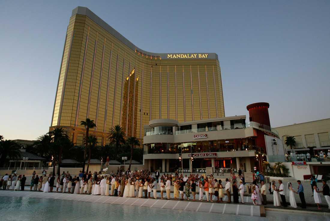 Mandalay Bay 3 309 hotellrum, 24 hissar och ett casino som är 12 500 kvadratmeter stort. Det är vad som finns på hotellet som öppnade den 2 mars 1999. Bland musikalerna som har funnits här märks bland annat Chigago (1999-2003), Mamma Mia! (2004-08) och Lejonkungen (2009-11). Från och med nästa år kommer Michael Jackson: The Immortal World Tour hållas här.