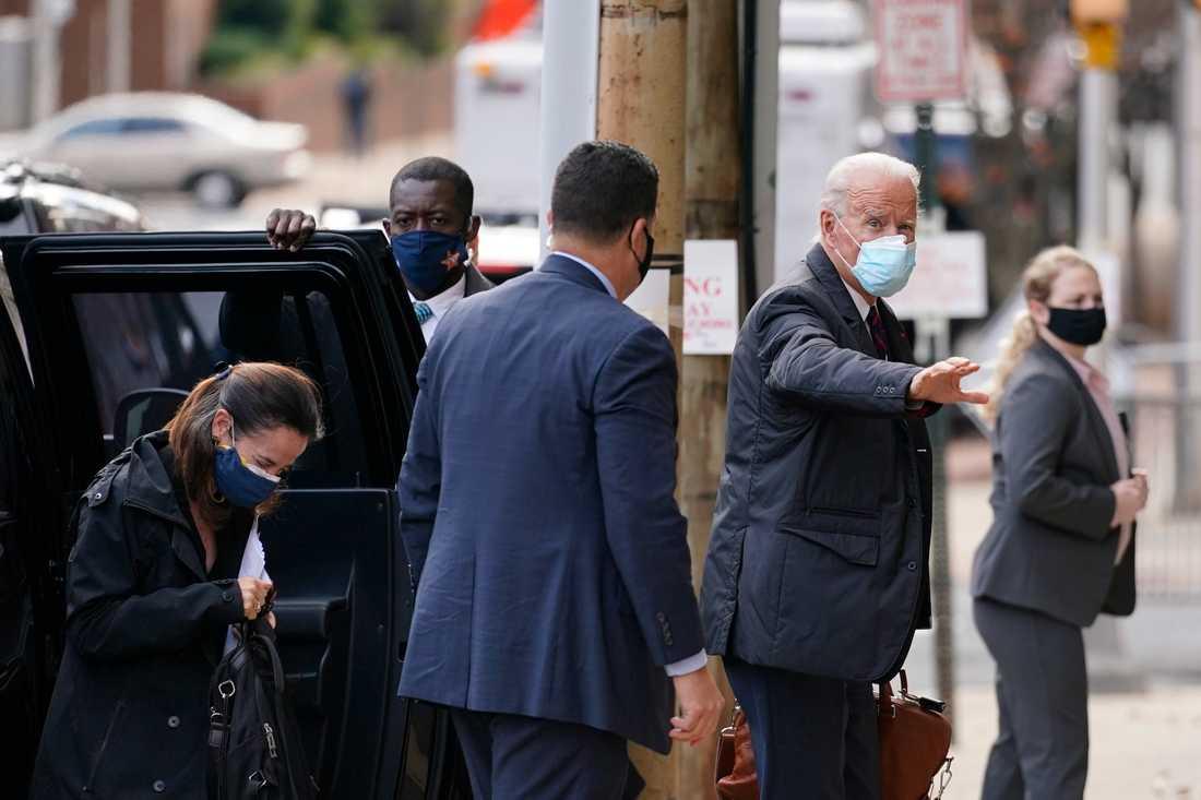 Avril Haines, biträdande CIA-chef (till vänster) anländer med Joe Biden till the Queen Theatre i Wilmington i Delaware. Arkivbild.