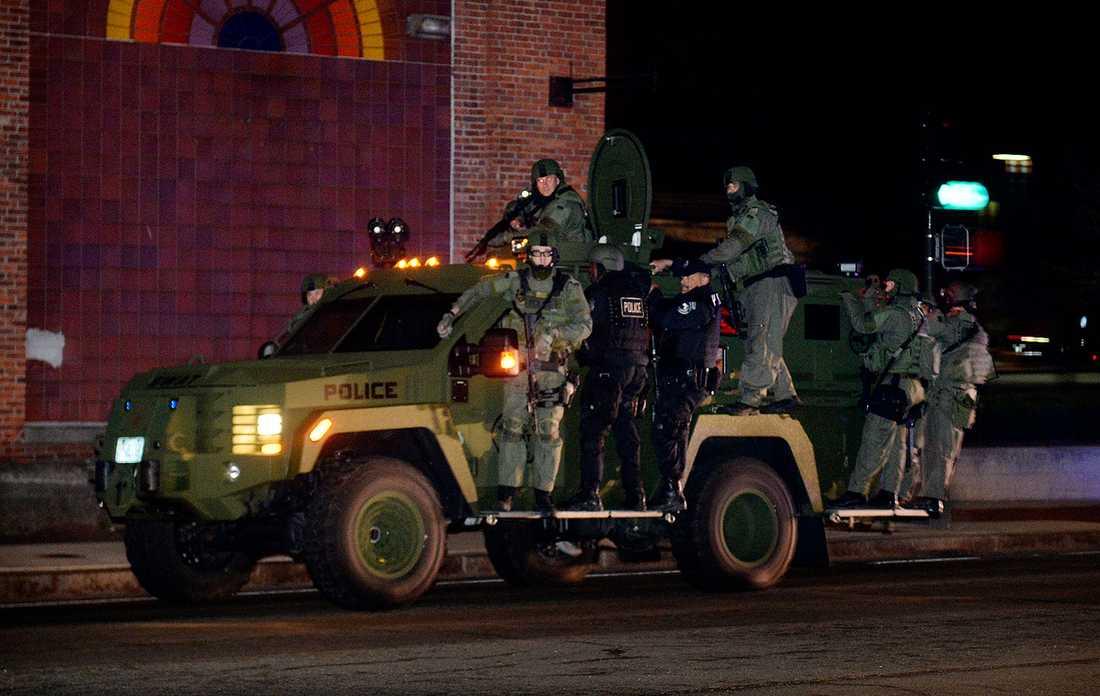 Polis i närheten av området där Dzjochar Tsarnajev gömmer sig.