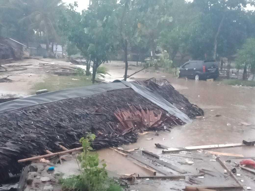 Bild på förödelsen efter tsunamin i Banten-provinsen.