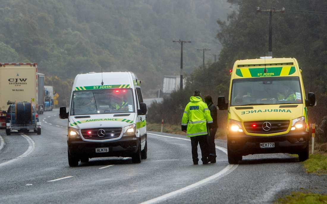 Ambulanser vid olycksplatsen utanför Rotorua i Nya Zeeland.