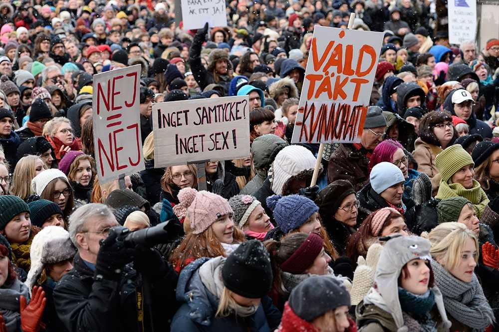Manifestation mot sexuellt våld på Medborgarplatsen i Stockholm.