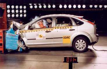 Gamla Ford Focus fick bra betyg i europeiska krocktester, men misslyckades nyligen i ett amerikanskt sidokrockprov. Inte heller New Beetle klarade sig i testet. Bara Toyota Corolla och Chevrolet Cobalt fick godkänt.