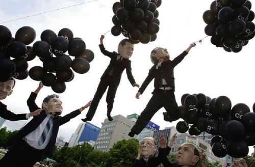 Det finns inga bevis för att koldioxidutlsläpp påverkar klimatet enligt Fred Goldberg. Här, en utklädd protest där ledarna för G8-länderna har ballonger som visar hur mycket koldioxid var land släpper ut.