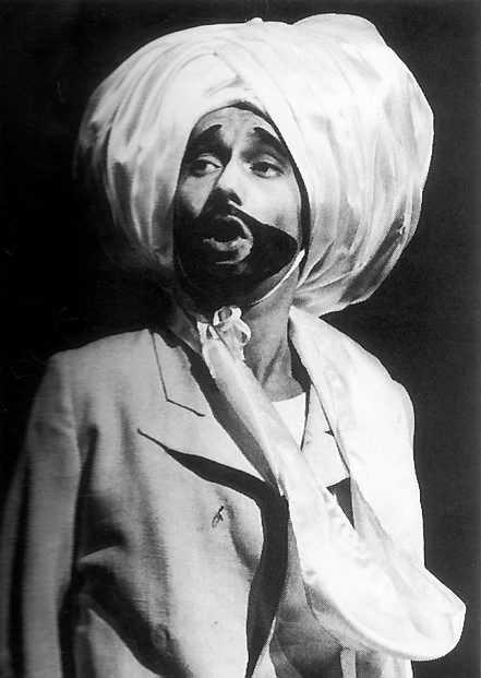 Mahatma Ekman gör succé i Hasse & Tage-revyn Gula hund 1964.