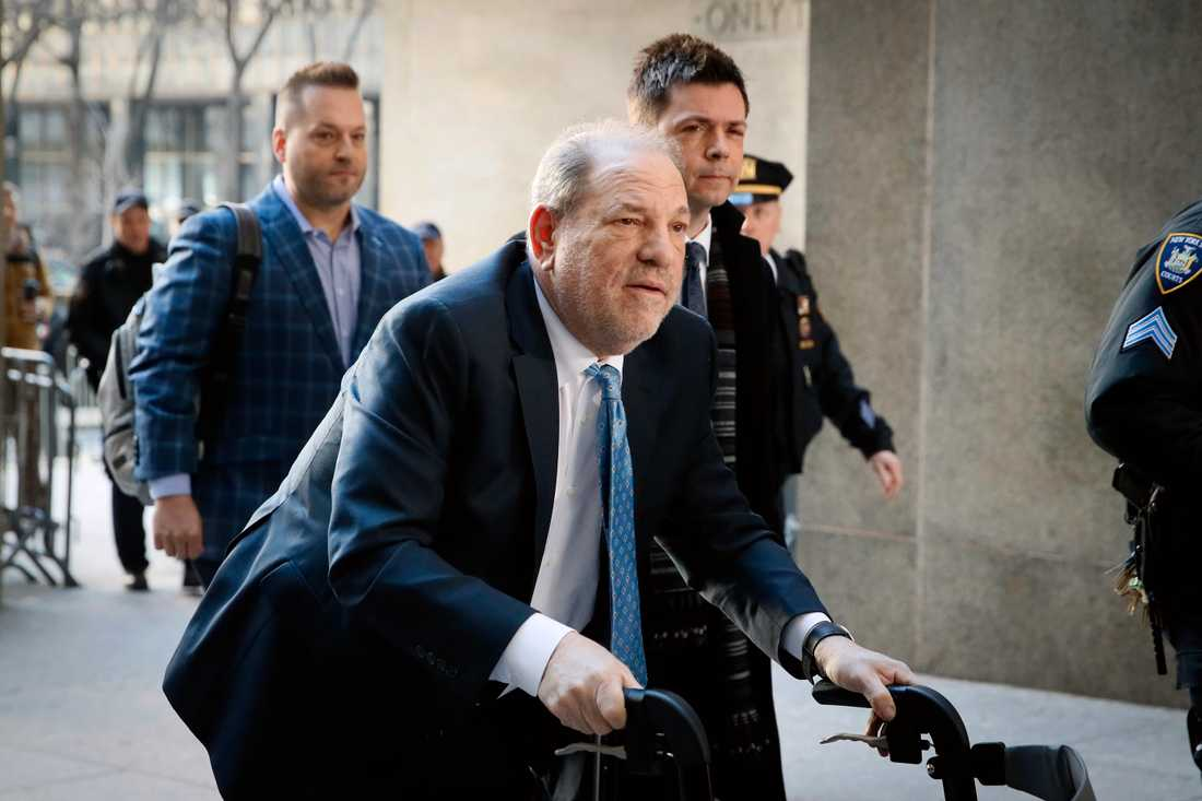 Våldtäktsdömde Harvey Weinstein har smittats av corona.