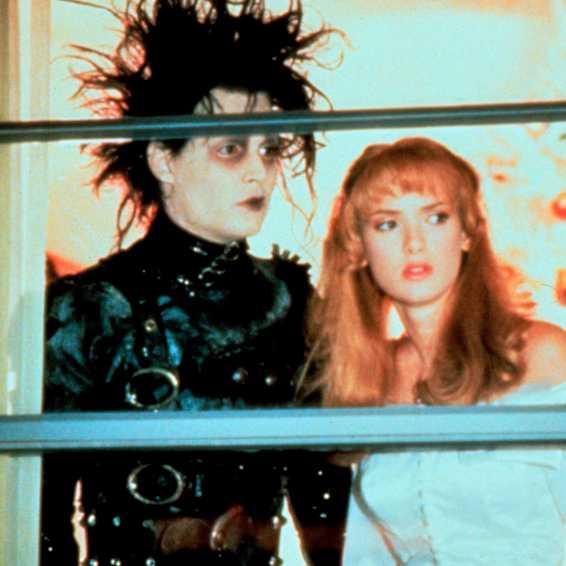 """Johnny Depp och Winona Ryder i """"Edward Scissorhands""""."""